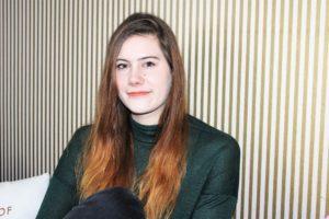 Cosmea Maxi Binden oder Cosmea 4 Ultra Binden_Hand_Interview mit Wonderwoman Luise_cosmea.de