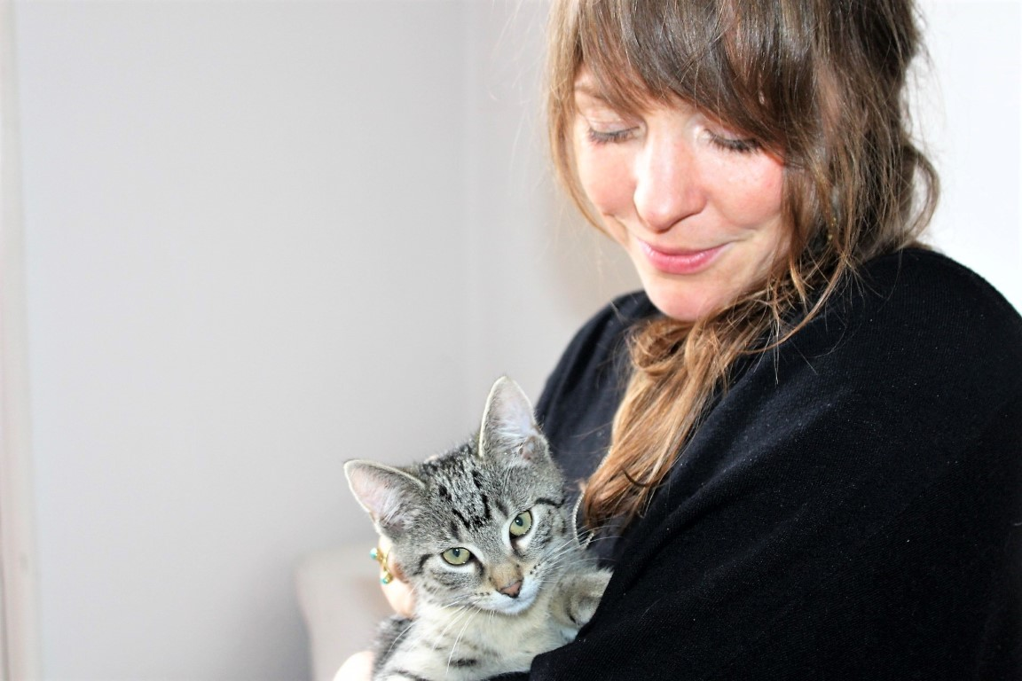 Maren Hoff mit Kater Gio_COSMEA Blog