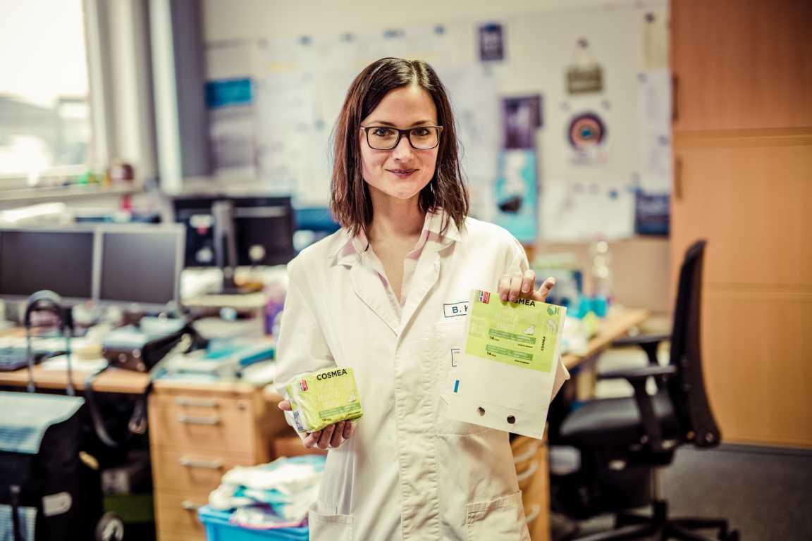 Cosmea Hinter den Kulissen in der Druckerei mit Britta Keller Produktmustercosmea.de 7446