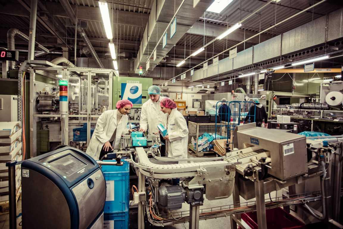 Cosmea Hinter den Kulissen in der Produktion Produktionsmaschine Slipeinlagen cosmea.de